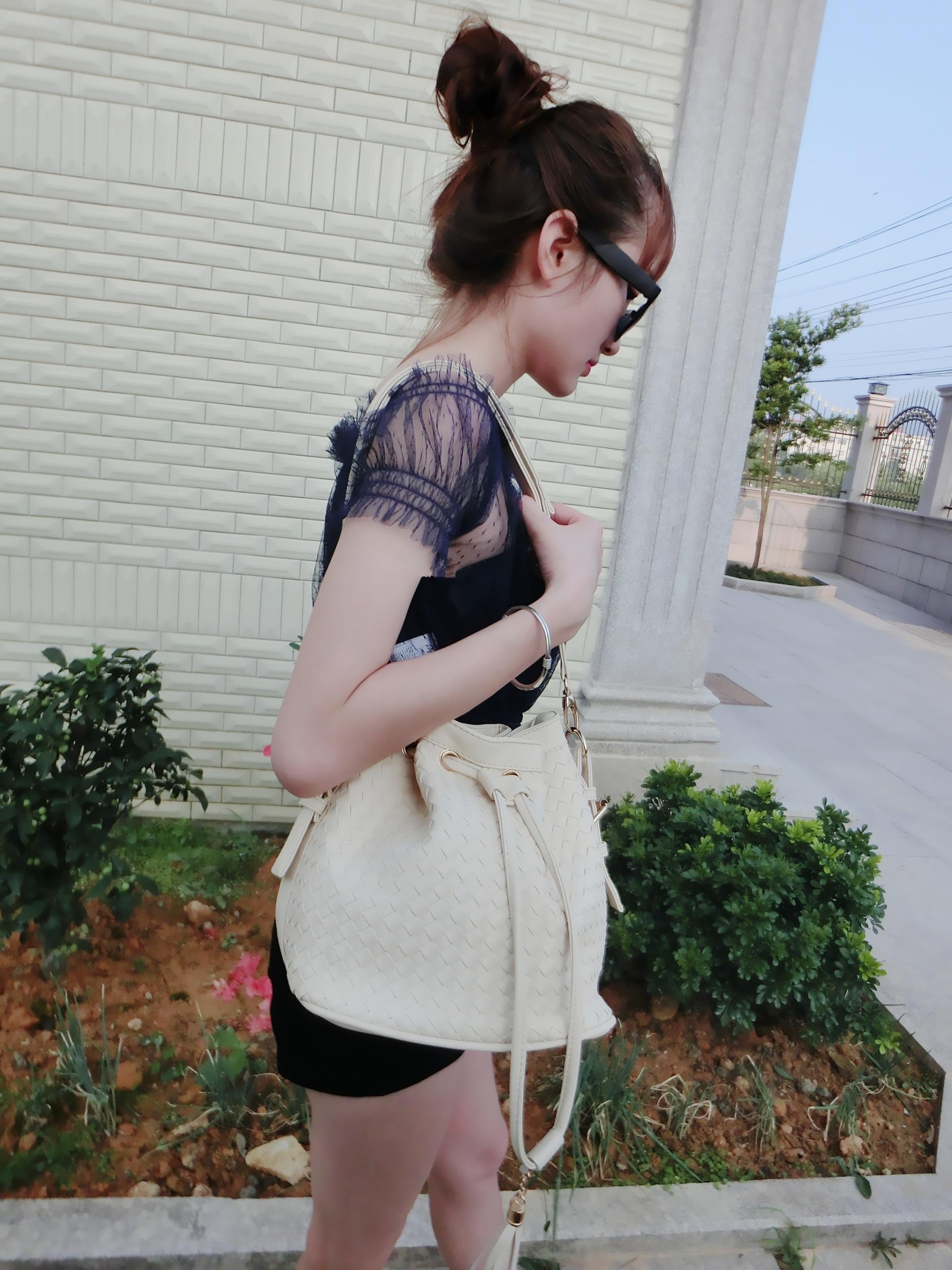 复古精致编织纹水桶包来袭,肩带可以取下来,大牌时尚休闲~颜色多多
