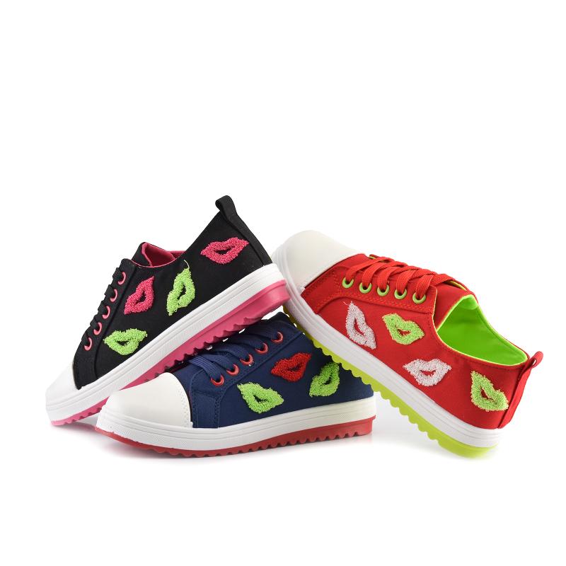 可爱嘴唇帆布鞋-来自蘑菇街优店