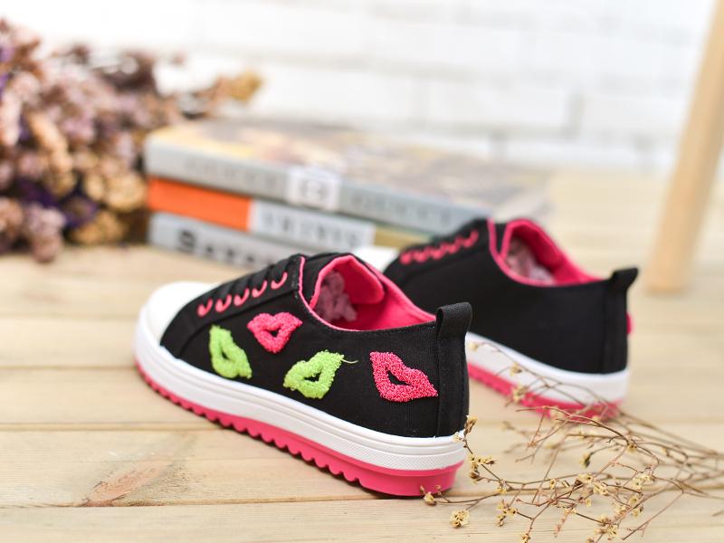 可爱嘴唇帆布鞋