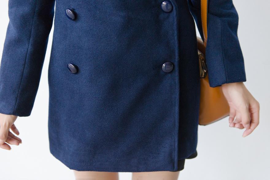 最近买了一款藏蓝色毛呢外套