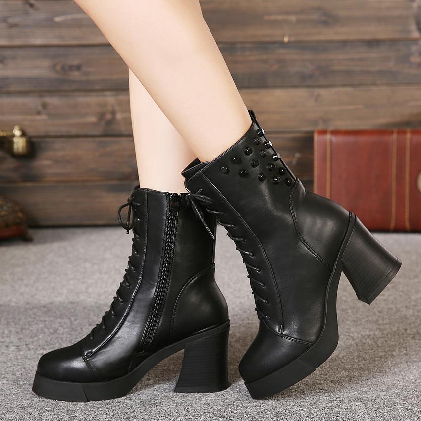 冬季时尚铆钉粗高跟马丁靴