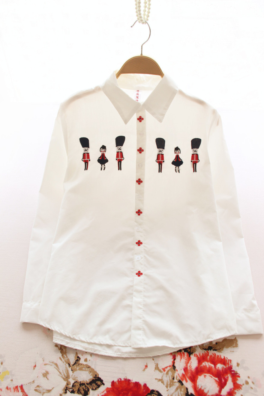 卡通人物绣花衬衫