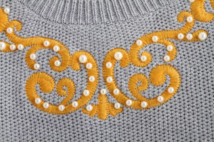 复古刺绣花纹珍珠套头毛衣