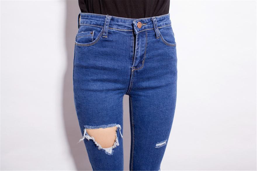 裤型:小脚/铅笔裤  面料:牛仔布  厚薄:普通  图案:纯色 细节:破洞