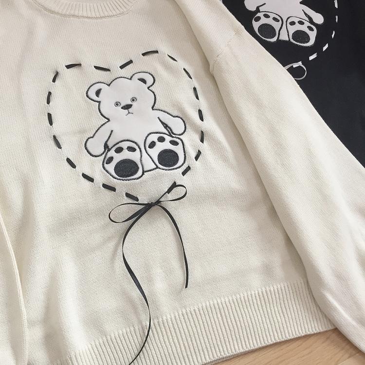 爱心状绑带蝴蝶结 小熊贴布刺绣 可爱简单风格 大灯笼袖针织衫
