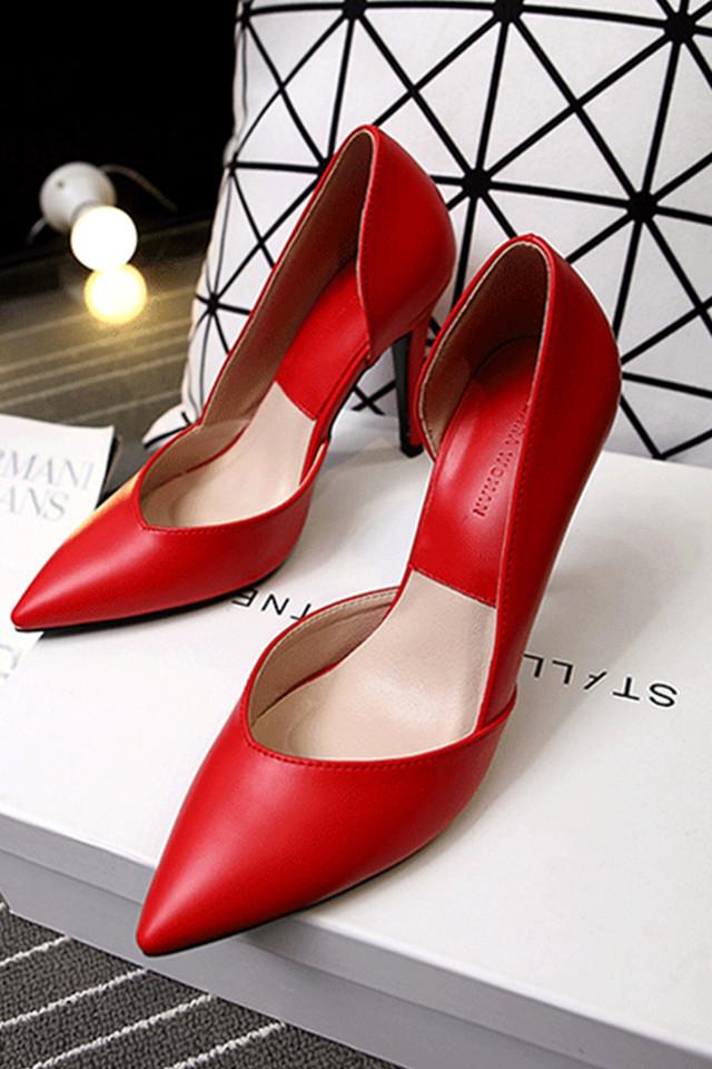 超高跟(大于8cm) 鞋面材质:头层牛皮 闭合方式:套脚 尺码说明 标准码